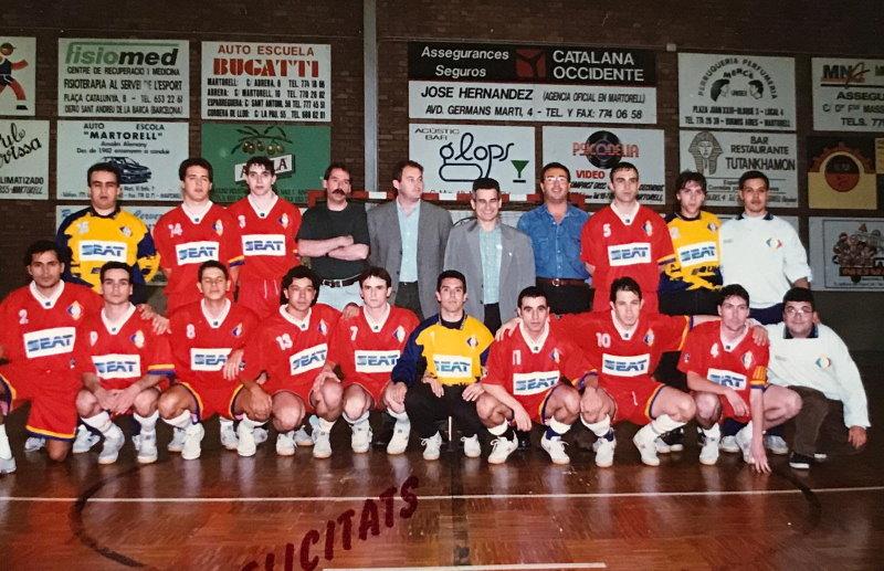 Con el equipo de Seat Martorell de fútbol sala celebrando el ascenso a División de Honor.