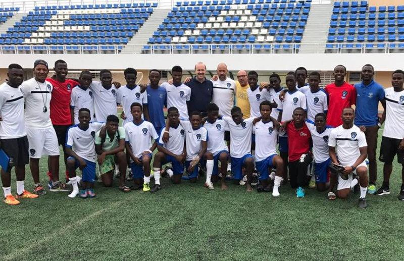 Con Juanjo Vila en la Academia de Fútbol de Angola conociendo el proyecto